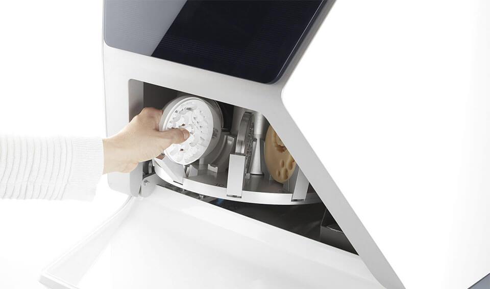 Maisina de frezare CAD CAM in 5 axe VHF R5 - tehnologie Direct Disc